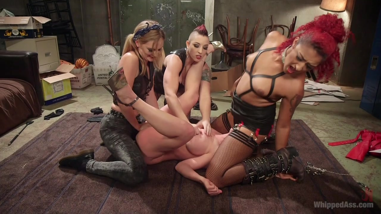 XXX Pictures Shared mom dyke fucking