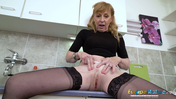 grannies licking sexy Pantyhose