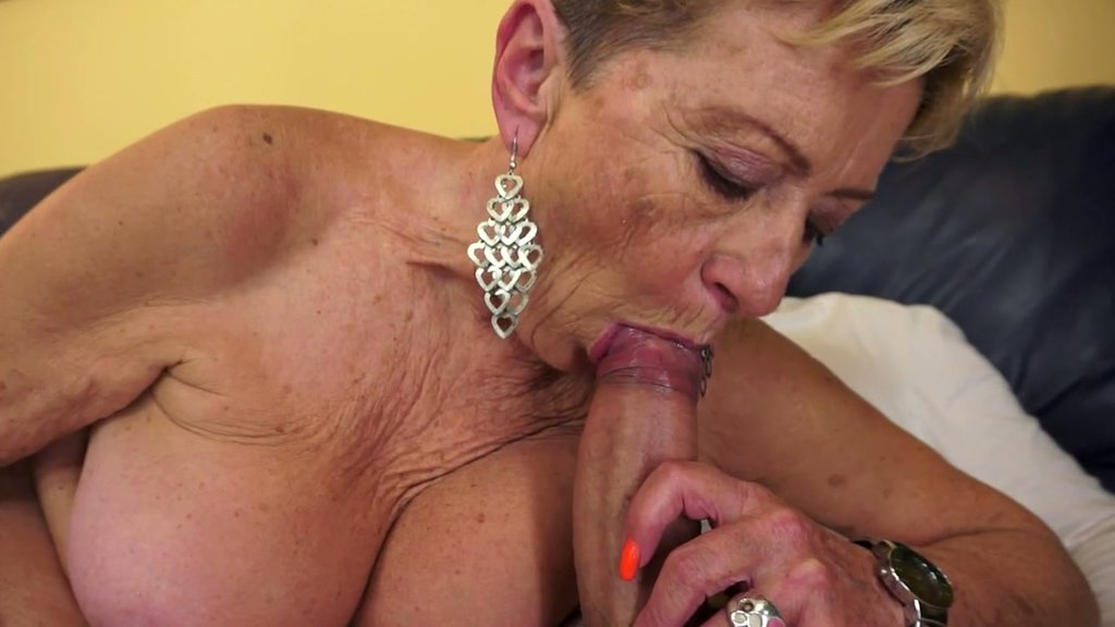 Best porno Sex daddy makeout blowjob