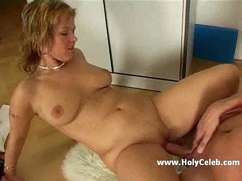 Mom freckles sissy double blowjob