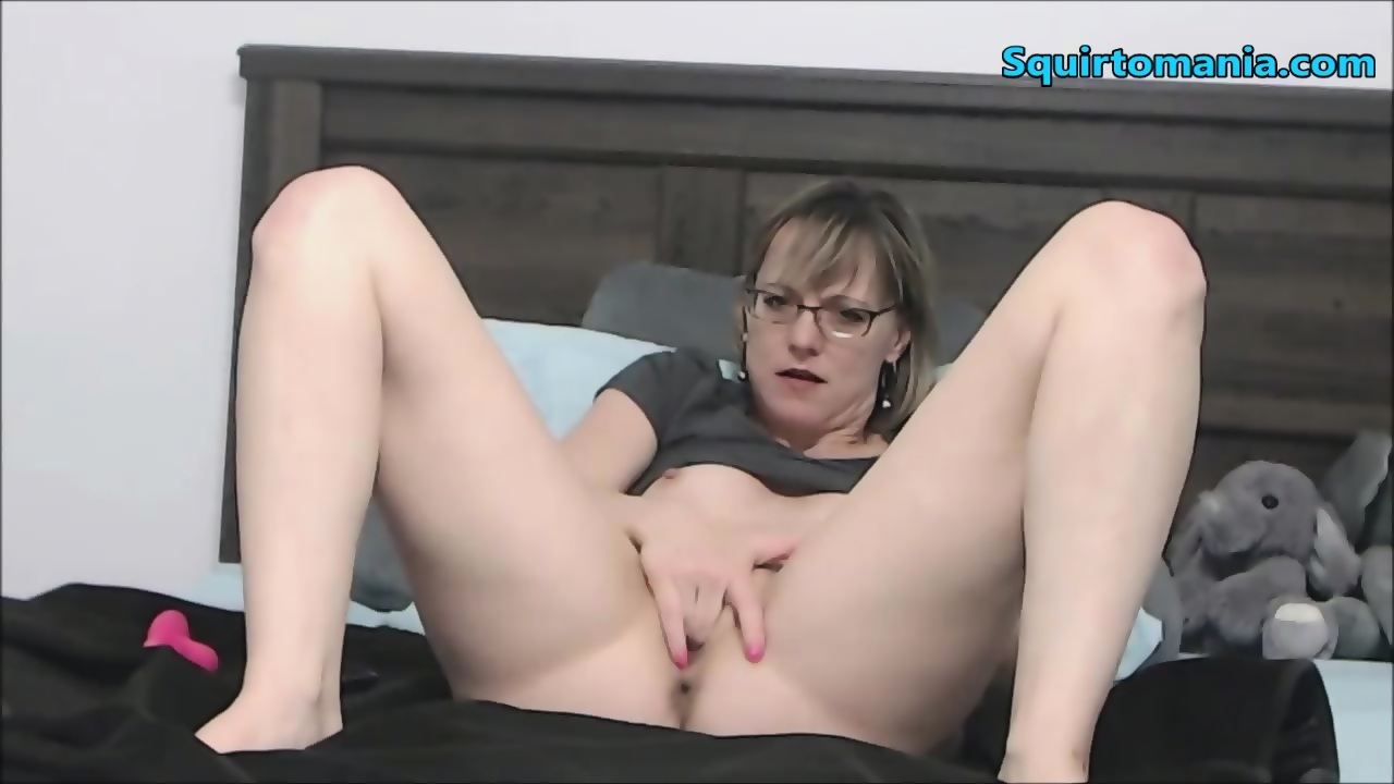 glasses Squirting old lesbian