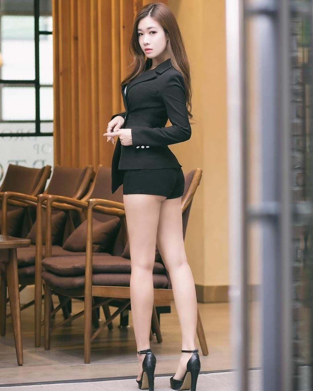 chicktrainer watching Asian pantyhose