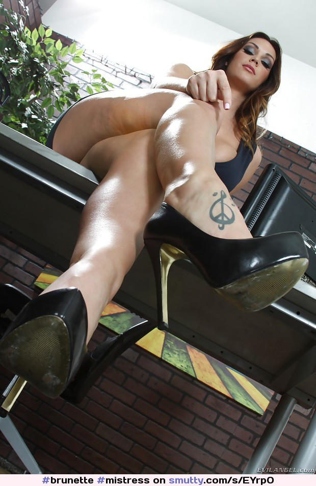 Hot Nude 18+ Chained cute maid shemale