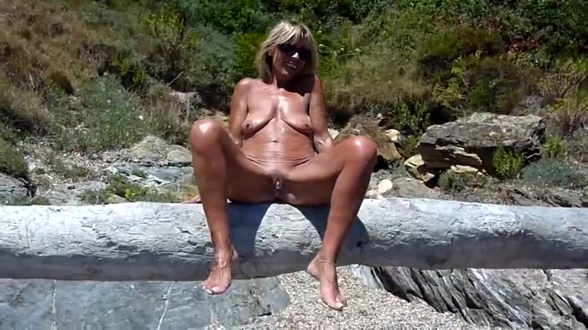 New porn 2019 Pissing solo girl kinky