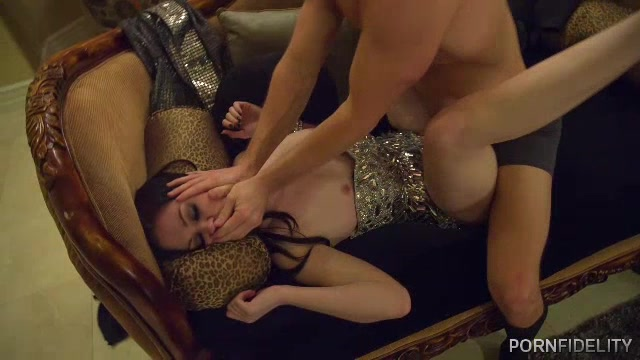 shared pissing hot Glamour